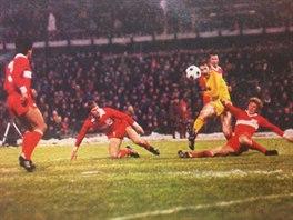 VYŘAZENÍ NĚMCI. První zápas proti Stuttgartu sice Dukla prohrála 1:4, jenže v...
