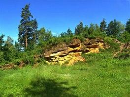 V katastru obce Rab�tejnsk� Lhota se nach�z� p��rodn� pam�tka Na skal�ch, kde...
