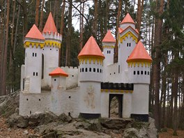 Ko�i�� hr�dek nechala v les�ch nad Slati�any postavit kn�na Vilem�na...
