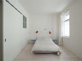 Ložnice vznikla na místě kuchyně a malého pokoje pro služku.