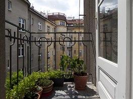 Z kuchyně je vstup na malý balkonek.