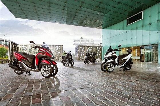 Na výběr jsou čtyři barvy: bílá, černá a šedá metalíza a matná červená.