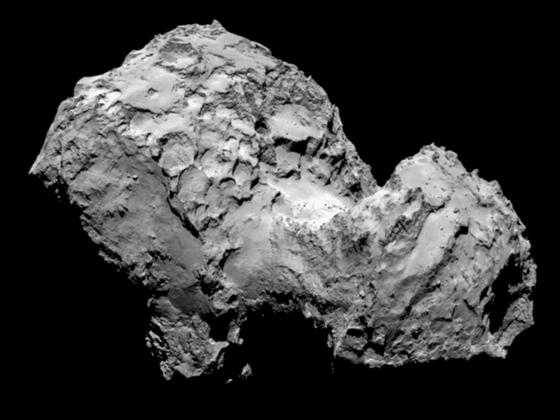 Sn�mek komety �urjumov-Gerasimenko po��zen� Rosettou 3. srpna 2014 a uve�ejn�n�...