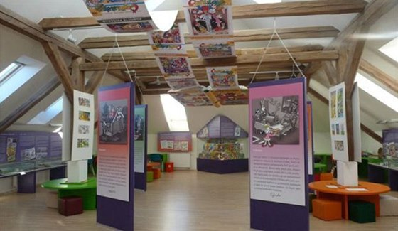 Muzeum �ty�l�stku v Doksech se nach�z� v budov� m�stn� knihovny.