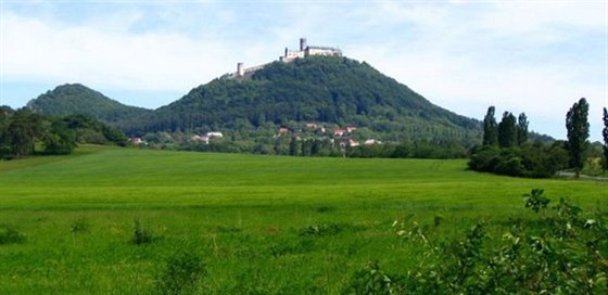 Hrad Bezd�z je dominantou cel�ho regionu, kter� si zamiloval i K. H. M�cha.