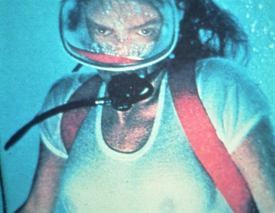 Jacqueline Bissetov� ve filmu Hlubina (1977)