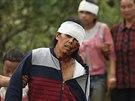 Zranění po zemětřesení v Číně (4. srpna 2014).