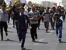 Jezídové demonstrují proti Islámskému státu v Irbílu (4. srpna 2014).