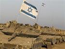 Izraelské tanky poblíž hranic s Pásmem Gazy (7. srpna 2014).