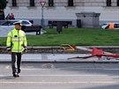 Při nehodě na Náměstí Kinských zemřela v úterý ráno mladá dívka.