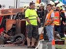 Následky nehody na prvním kilometru dálnice D8, při které došlo k vážnému...