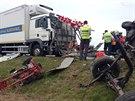 Následky nehody na prvním kilometru dálnice D8, která skončila vážným zraněním...