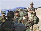 Pešmergové na stráži u města Sinjar.