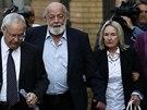 Do budovy soudu dorazili i rodiče Reevy Steenkampové Barry a June  (7. srpna)