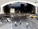 Tragick� nehoda u Cholupick�ho tunelu ve �tvrtek 7. srpna zastavila provoz na...