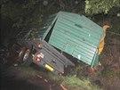 Na Chebsku došlo k nehodě dvou traktorů. Jeden z nich se v příkopě převrátil.