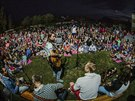 Páteční lavičkový koncert kapely Kryštof pro nedočkavé fanoušky ve stanovém...