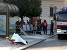 Řidič BMW naboural zastávku MHD a zabil 21letou dívku