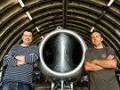 Sběratel Josef Miřácký a pilot Roman Svoboda opravují spolu s dalšími nadšenci ze skupiny Czech Flying Legends vojenský letoun MiG-15 na hradeckém letišti.