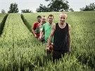 Wohnouti, Honza Homola v zeleném tričku za svým bratrem Matějem
