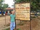 Benjamin na klinice Lékařů bez hranic v Sierry Leone.
