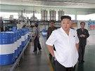 Kim �ong-un nav�t�vil tov�rnu na lubrikanty. Modern� provoz s po��ta�em