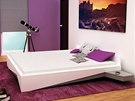 Ostře tvarovaná postel Kosa