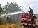 K velkému požáru zhruba 12 hektarů pole u Lošova na Olomoucku nakonec vyjela...