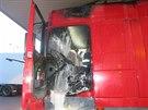 Kamion vzplál přímo na čerpací stanici hned vedle tankovacího stojanu. Kabinu...