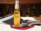 V létě doplňte čelenku či štítek ještě ochranným sprejem na vlasy