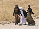 Před postupem islamistů ze Sindžáru uprchly desetitisíce lidí (6. srpna 2014).