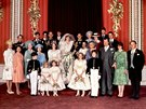 Oficiální svatební foto prince Charlese a Diany Spencerové. Princezna Anna...