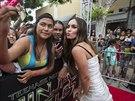 Megan Foxová s fanoušky na premiéře filmu želvy Ninja (Los Angeles, 3. srpna...
