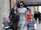 Victoria Beckhamová a rodinou (New York, 26. listopadu 2008)