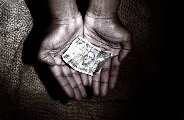 Humanitární pomoc Africe klame t�lem. Západ si bere víc, ne� dává. Ilustra�ní...