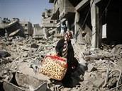 Trosky rozbombardovan�ch dom� v Gaza City (1. srpna 2014)