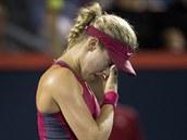 Kanadská tenistka Eugenie Bouchardová vypadla na domácím turnaji v Montrealu ve...