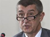 Ministr financí Andrej Babi� na tiskové konferenci po náv�t�v� premiéra...