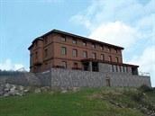 Nová studie obnovy Petrovy boudy vznikla v kv�tnu 2014 a vychází z podoby chaty...