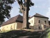 DOTEK - dům obnovy tradic ekologie a kultury v areálu barokní fary v Horním Maršově.