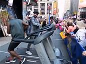 Tane�ník na b�eckém páse Marcus Dorsey (vlevo) zaujal i �lena Backstreet Boys...