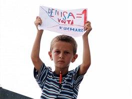 Atletku Denisu Rosolovou podporoval na MČR v Ostravě také malý fanoušek Vojta.