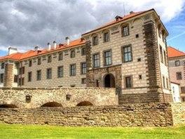 Zámek Nelahozeves si zachoval svou renesanční podobu až do dnešních dní.