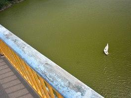 Žďákovský most, odkud svrhávali sudy s oběťmi do Vltavy takzvaní orličtí vrazi....