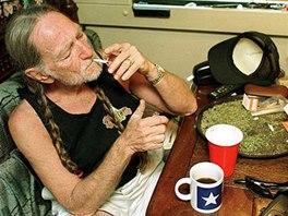 Willie Nelson se netají kladným vztahem k marihuaně.