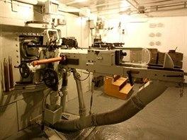 Pravá střelecká místnost, vpředu zbraň L1-protitankový kanon vz. 36 ráže 47 mm...
