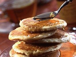 Jedna z variant americké snídaně - lívance polité javorovým sirupem