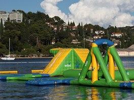 Vodní hrad v moři mezi Piranem a Portoroží láká především děti a mládež.