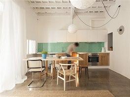 Druhý byt. Kuchyňský kout s jídelnou v jednom z dvojice bytů opravovaných v...