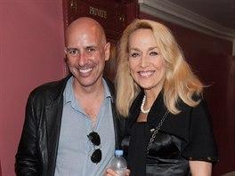 Jerry Hallová a Armand Leroi (23. června 2014)
